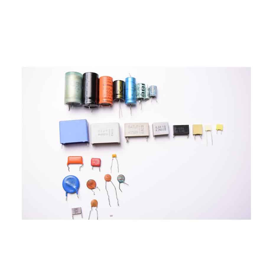 fotografía distintos tipos de condensadores